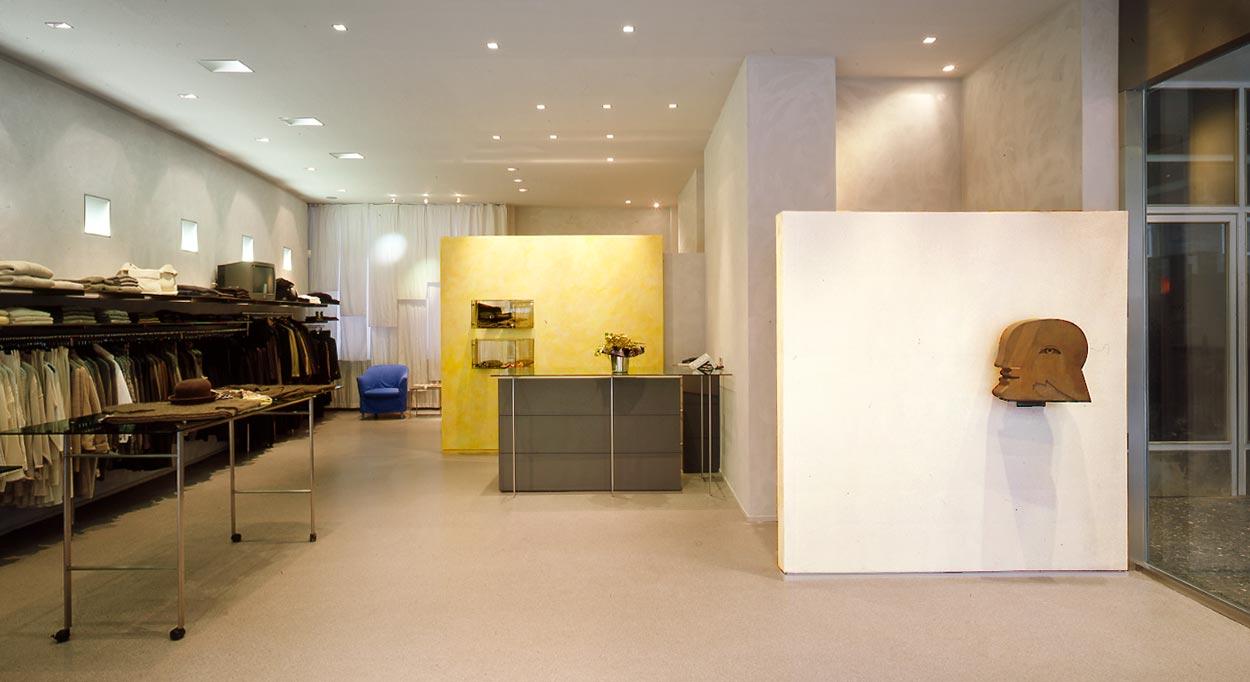 Eingangsansicht Umbau Ladenlokal zu Designermoden-Geschäft für Frauen Zeitler Planquadrat Dortmund