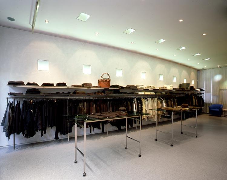Kleiderwand Ansicht 02 Umbau Ladenlokal zu Designermoden-Geschäft für Frauen Zeitler Planquadrat Dortmund