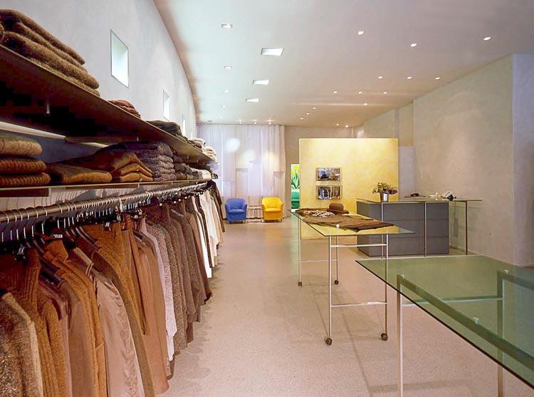 Kleiderwand Umbau Ladenlokal zu Designermoden-Geschäft für Frauen Zeitler Planquadrat Dortmund