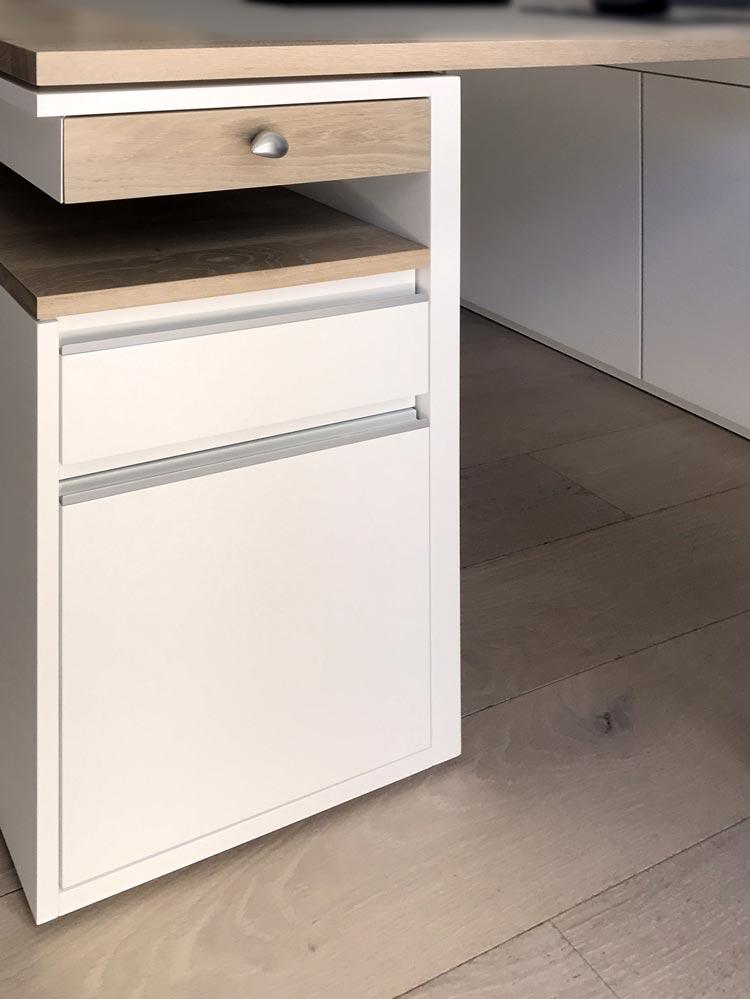 Abbildung IMG_6443a Schreibtisch für eine Regalwand - Planquadrat Dortmund